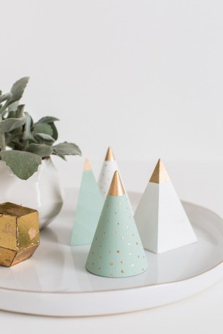 http://sugarandcloth.com/2014/12/diy-mini-wooden-christmas-trees/